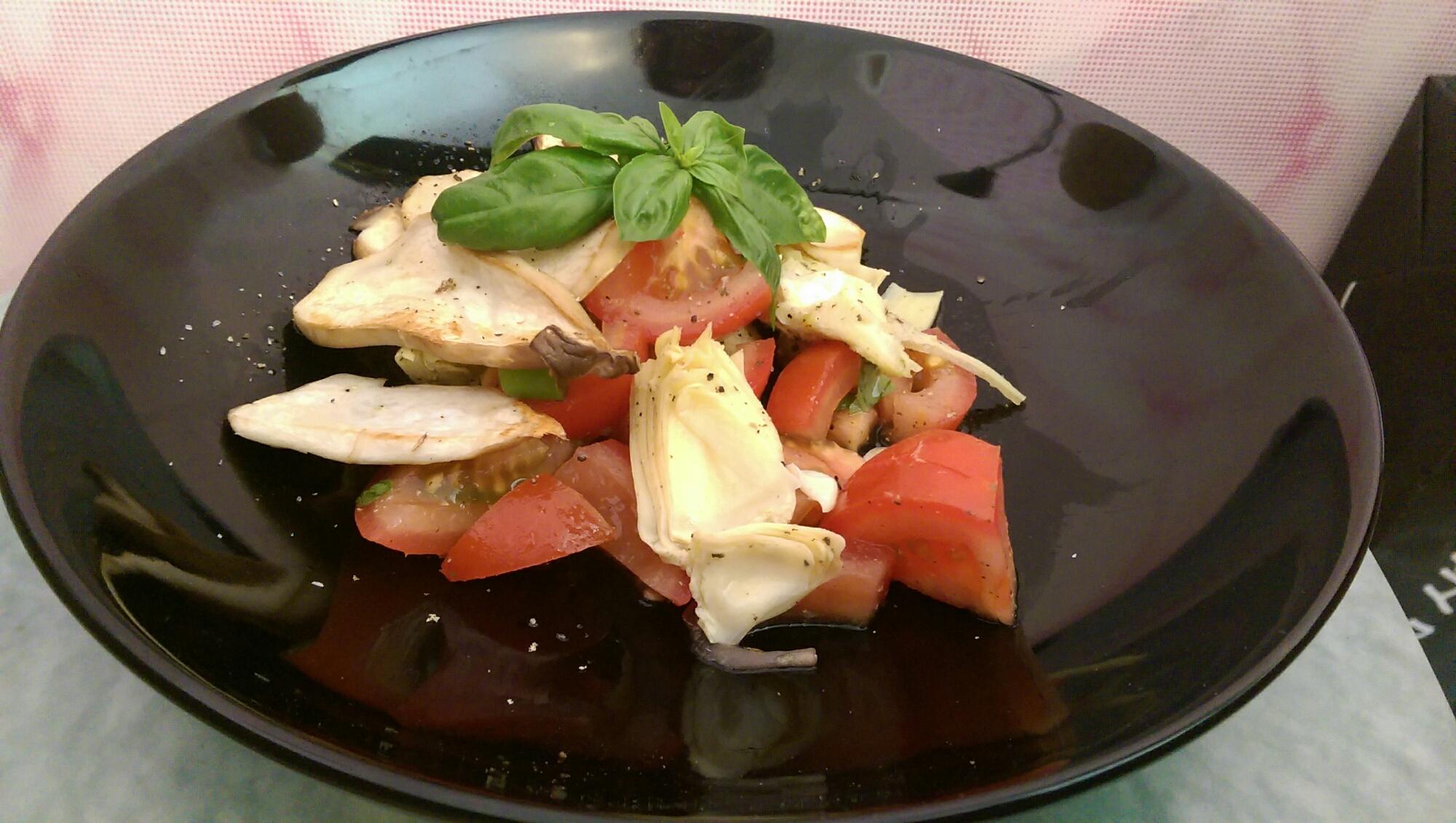 Tomaten-Salat mit Kräuterseitlingen